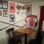 1996 Avalanche team and Justin Williams (Caroline Hurricanes) crossed hockey stick
