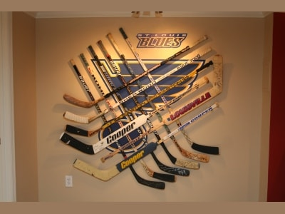 This is not possible with traditional hockey display cases