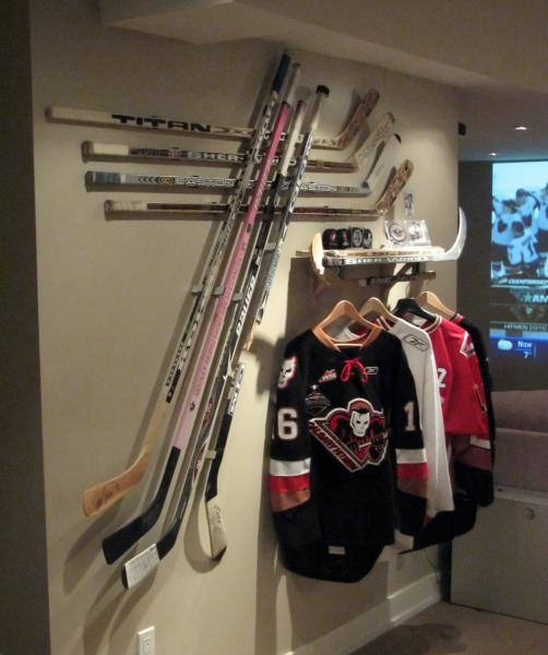 Hanging Goalie Sticks Breakaway Displays